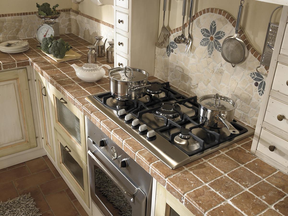 Cucina iris cucine legno massiccio massello componibili for Cucina italiana mobili